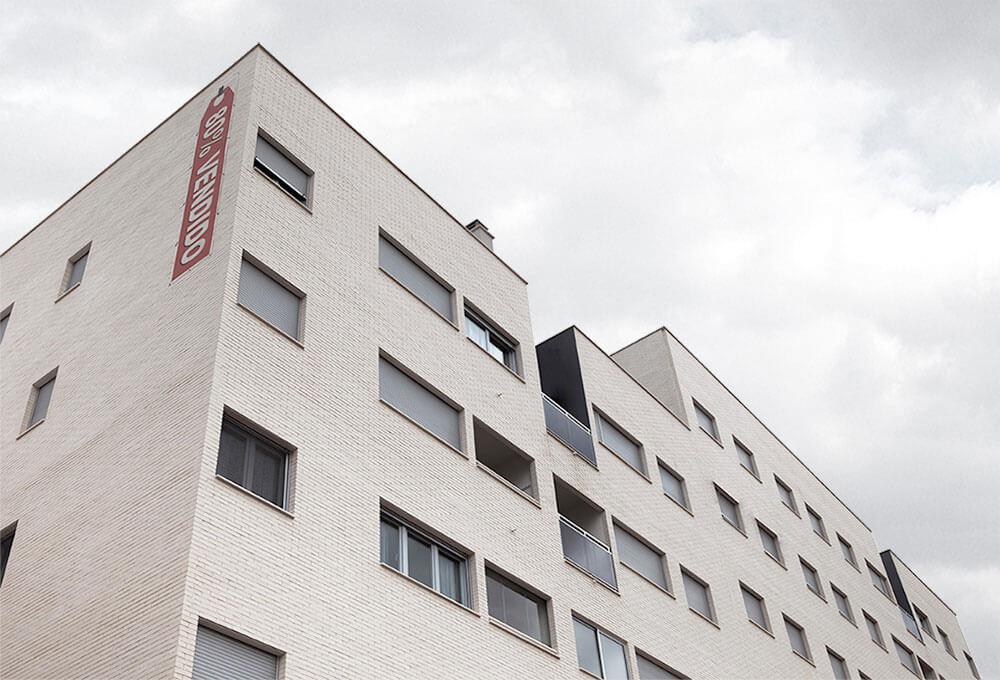 Edificio de viviendas, garajes, locales comerciales y piscina en El Campello. Dirección de Obra.